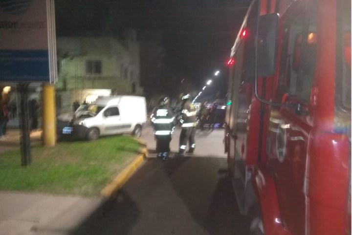 No respetaron el paso y chocaron: un auto terminó sobre la